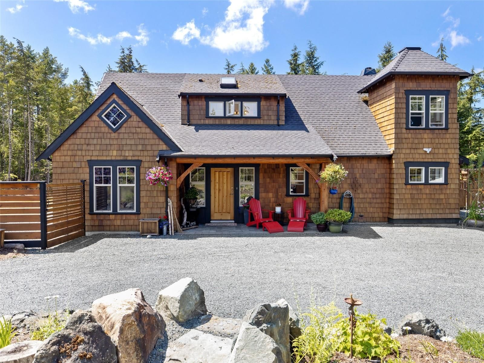 Main Photo: 1284 Meadowood Way in : PQ Qualicum North House for sale (Parksville/Qualicum)  : MLS®# 881693