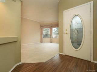 Photo 3: 201 4515 Pipeline Rd in VICTORIA: SW Royal Oak Row/Townhouse for sale (Saanich West)  : MLS®# 803455