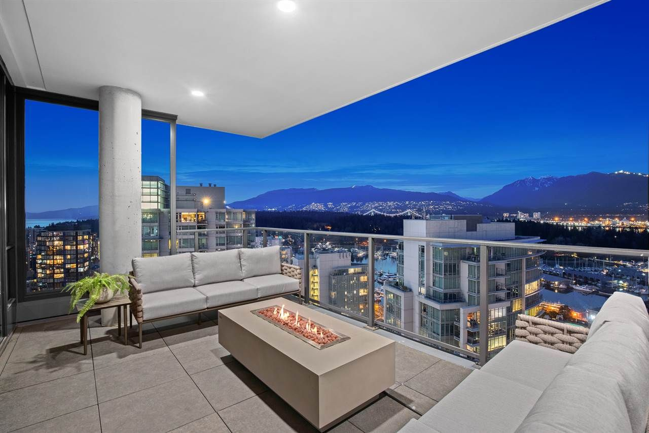 """Main Photo: 2501 620 CARDERO Street in Vancouver: Coal Harbour Condo for sale in """"Cardero"""" (Vancouver West)  : MLS®# R2565115"""