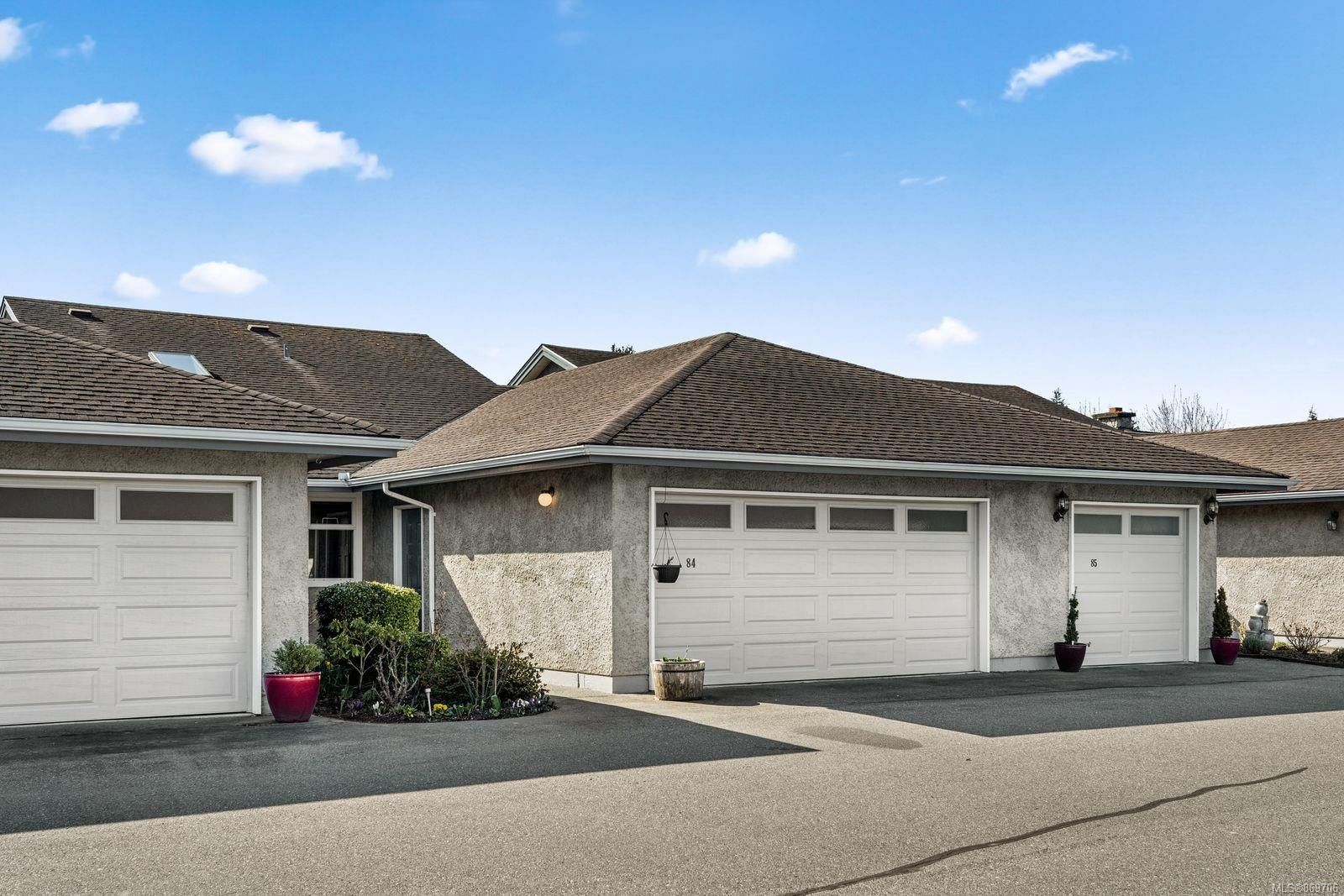 Main Photo: 84 2600 Ferguson Rd in : CS Turgoose Row/Townhouse for sale (Central Saanich)  : MLS®# 869706