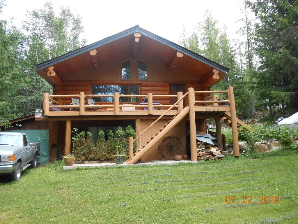 Main Photo: 7635 Mountain Drive in Anglemont: North Shuswap House for sale (Shuswap)  : MLS®# 10051750
