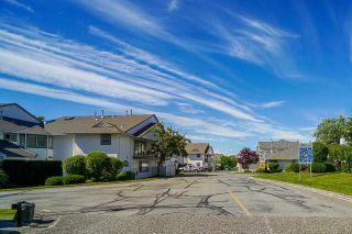 """Photo 2: 403 21937 48 Avenue in Langley: Murrayville Townhouse for sale in """"ORANGEWOOD"""" : MLS®# R2590300"""