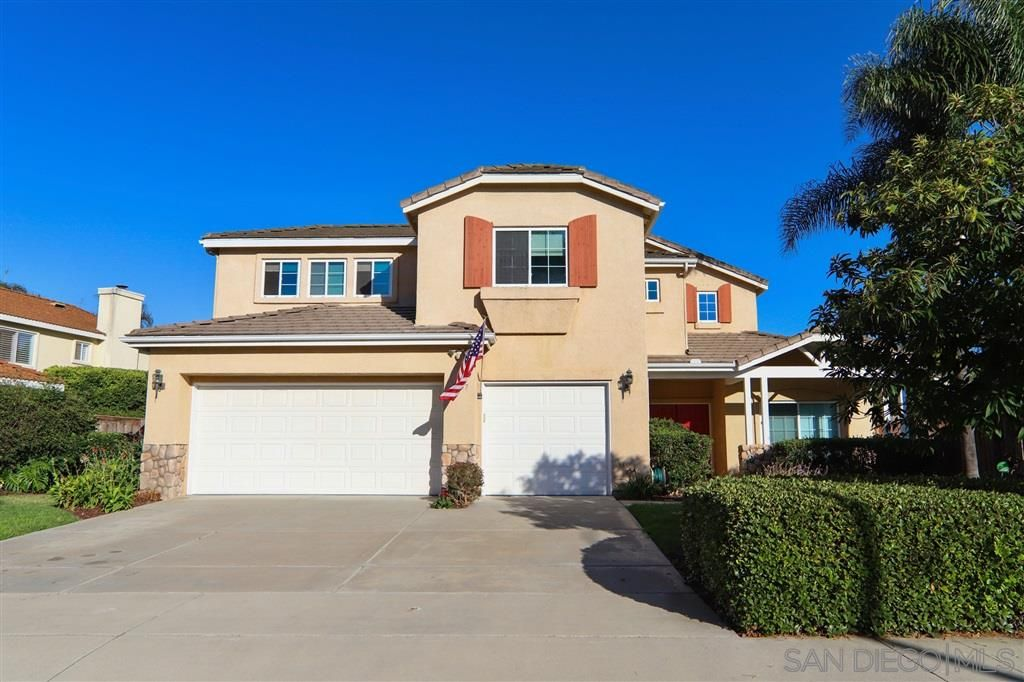 Photo 2: Photos: OCEANSIDE House for sale : 5 bedrooms : 5757 Spur Avenue