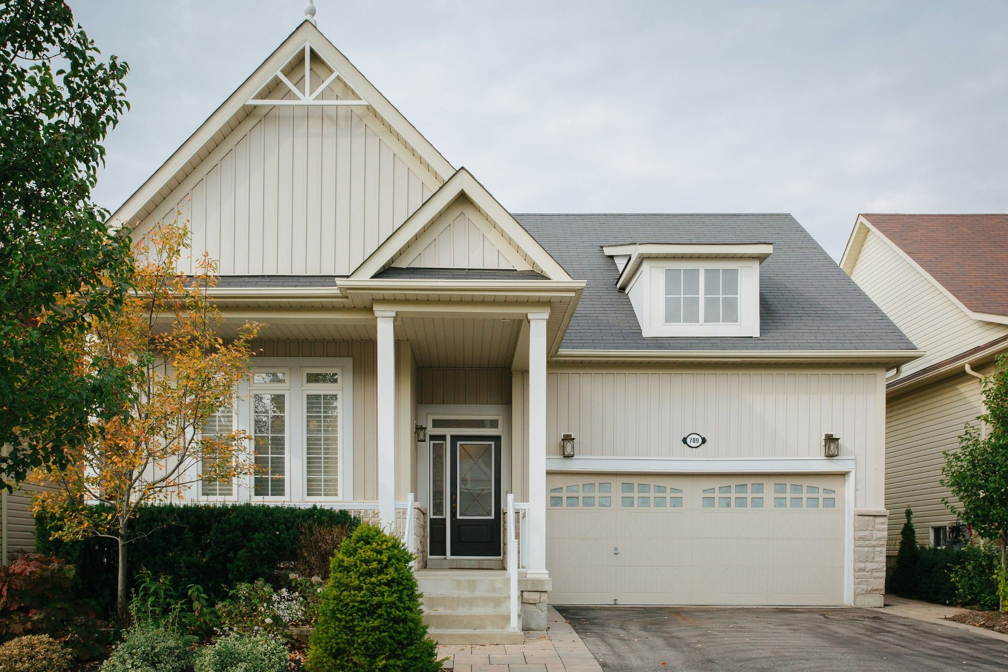 Main Photo: 709 Prince Of Wales Drive in Cobourg: House for sale : MLS®# 40031772