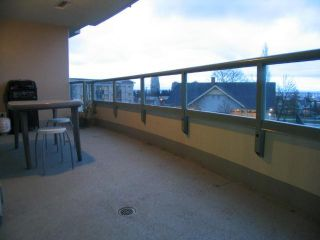 """Photo 9: 404 6659 Southoaks Crescent, South Burnaby in Burnaby: Highgate Condo for sale in """"Gemini II"""" (Burnaby North)"""