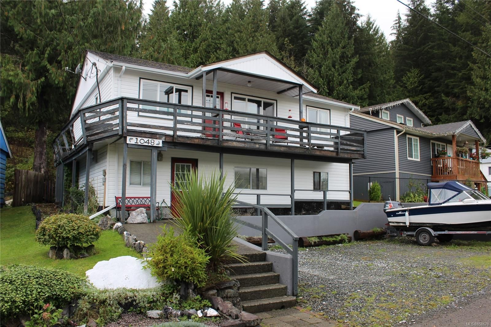 Main Photo: 1048 Resolution Rd in : NI Tahsis/Zeballos House for sale (North Island)  : MLS®# 858678