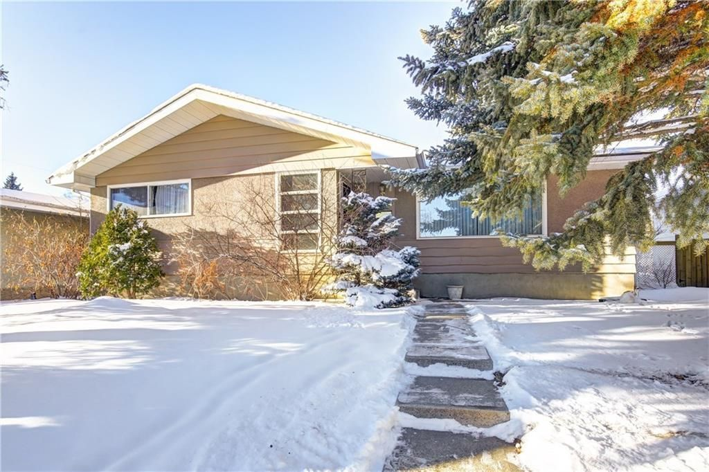 Main Photo: 3244 BREEN Crescent NW in Calgary: Brentwood House for sale : MLS®# C4150568