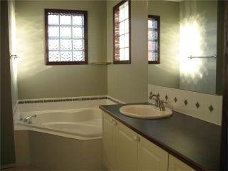 Photo 5: 216 DOUGLAS GLEN Bay SE in Calgary: Douglasglen House for sale : MLS®# C4038985