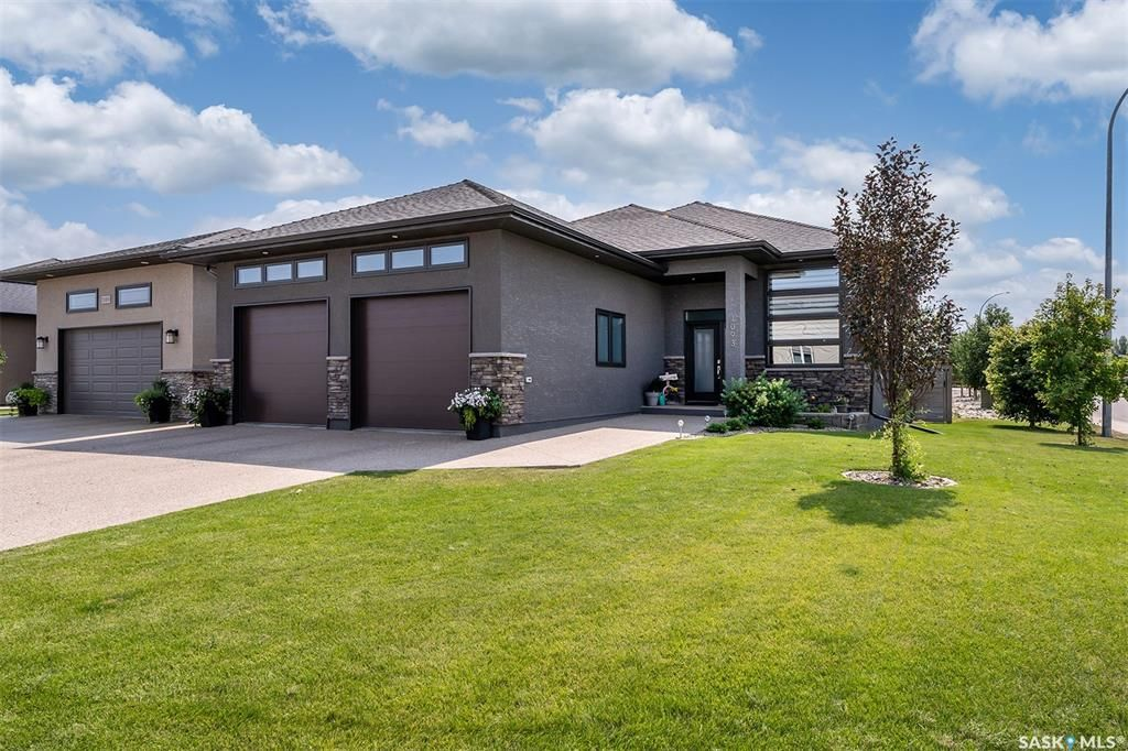 Main Photo: 1093 Maplewood Drive in Moose Jaw: VLA/Sunningdale Residential for sale : MLS®# SK868193