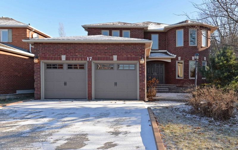 FEATURED LISTING: 17 Turriff Crescent Ajax