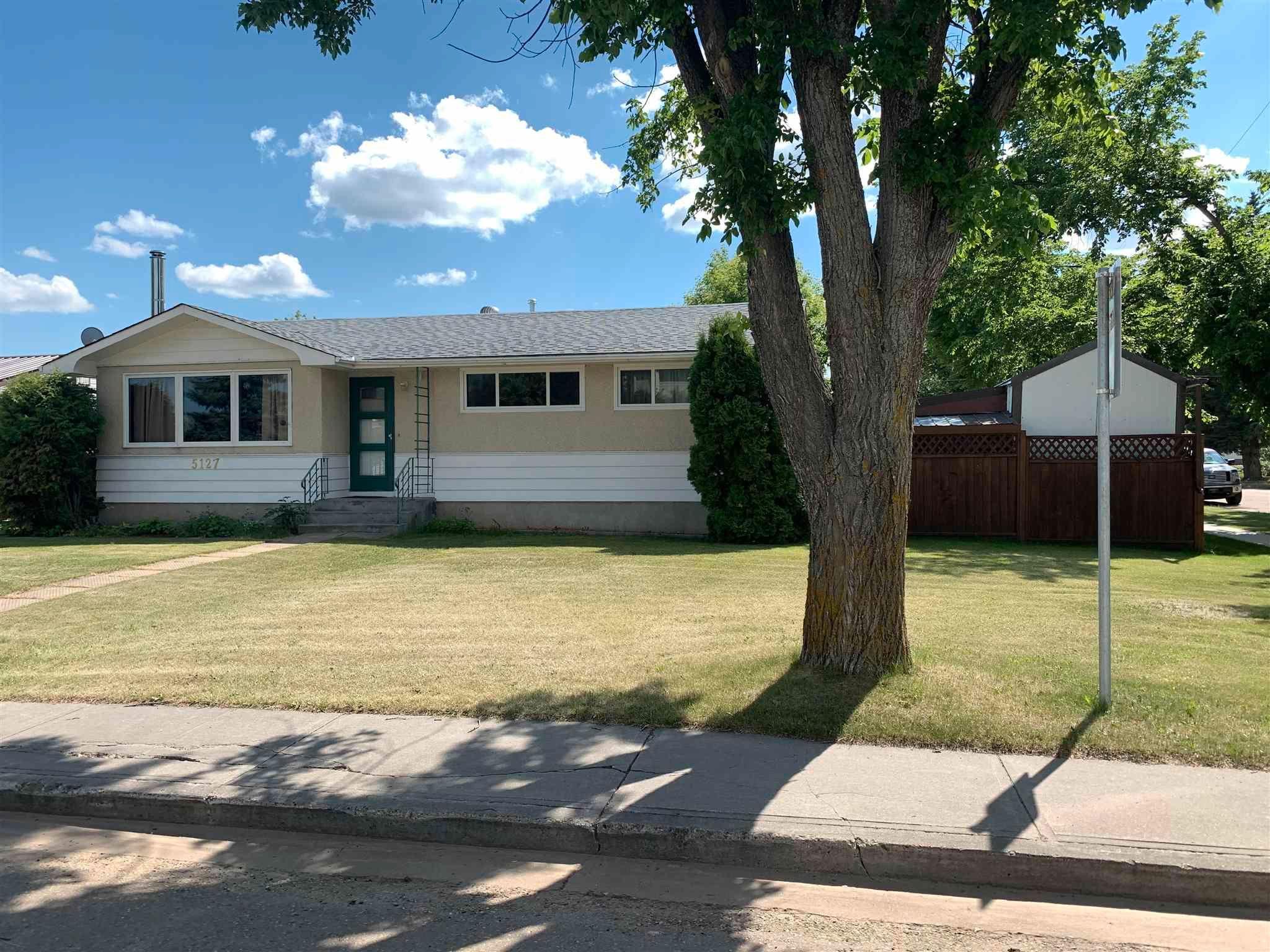 Main Photo: 5127 57 Avenue: Viking House for sale : MLS®# E4251447