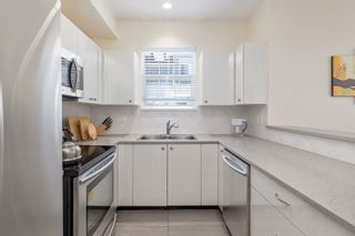 """Photo 13: 59 1010 EWEN Avenue in New Westminster: Queensborough Townhouse for sale in """"WINDSOR MEWS"""" : MLS®# R2595732"""
