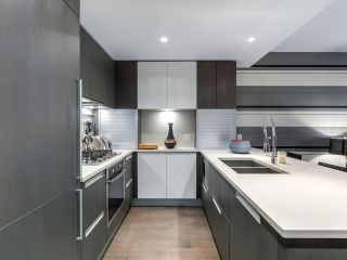 """Photo 7: 1001 288 W 1ST Avenue in Vancouver: False Creek Condo for sale in """"The James Building"""" (Vancouver West)  : MLS®# R2331453"""
