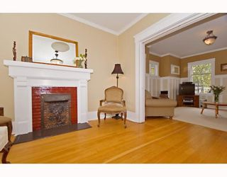 """Photo 4: 1949 ADANAC Street in Vancouver: Grandview VE House for sale in """"COMMERCIAL DRIVE"""" (Vancouver East)  : MLS®# V652514"""