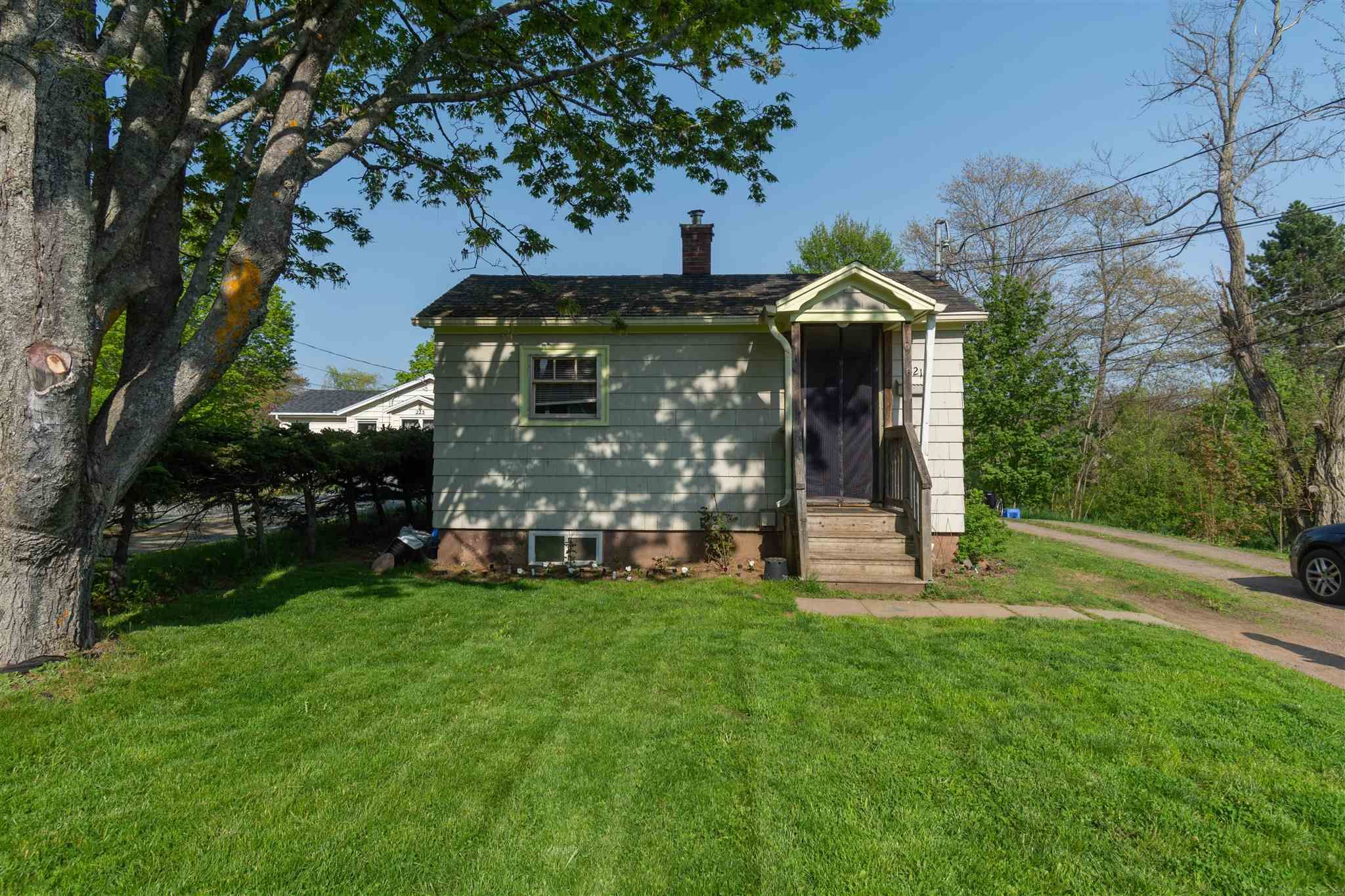 Main Photo: 219-221 Oakdene Avenue in North Kentville: 404-Kings County Residential for sale (Annapolis Valley)  : MLS®# 202112719