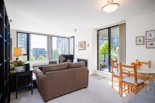 """Photo 10: 403 151 W 2ND Street in North Vancouver: Lower Lonsdale Condo for sale in """"SKY"""" : MLS®# R2389638"""