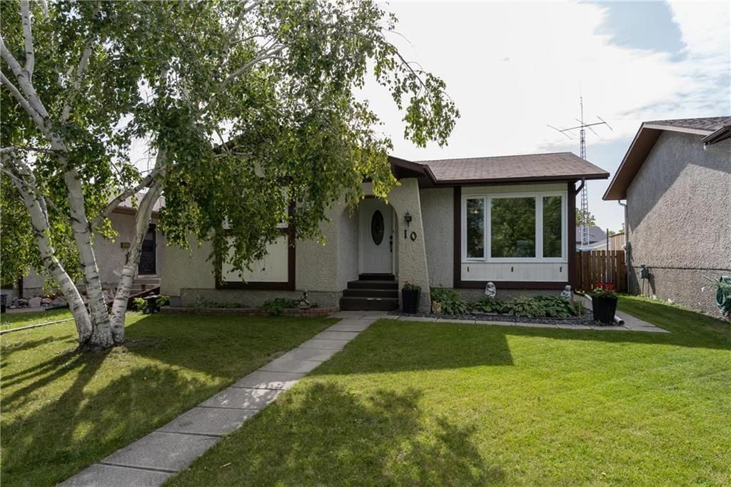 Main Photo: 10 Heft Crescent in Winnipeg: Maples Residential for sale (4H)  : MLS®# 202023118