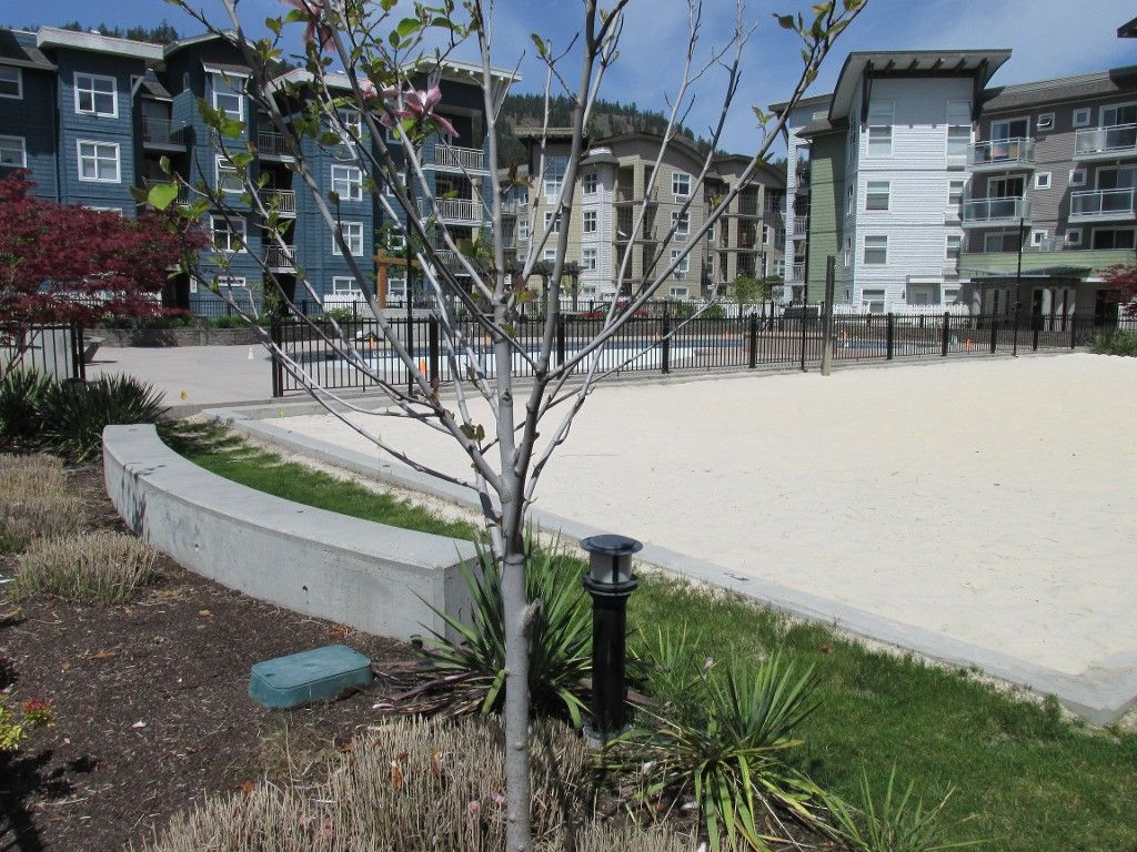 Photo 3: Photos: 111 563 Yates Road in : North Glenmore Condo for sale (Kelowna)  : MLS®#  10080730