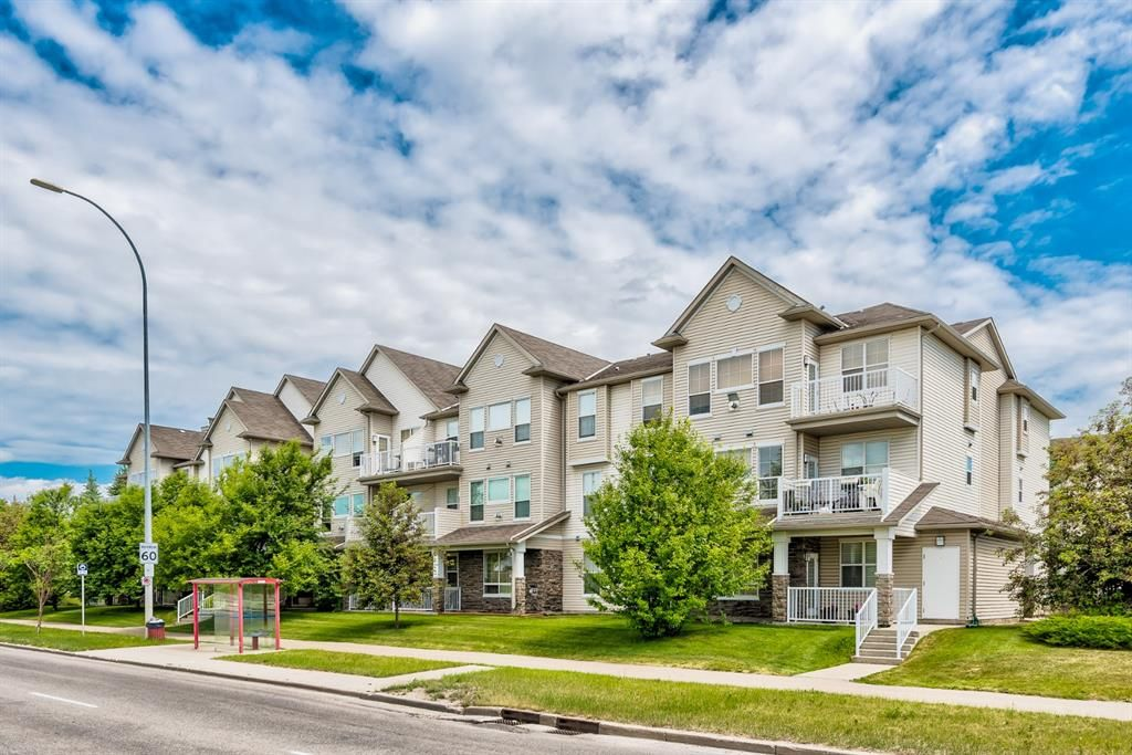 Photo 1: Photos: 204 1000 Applevillage Court SE in Calgary: Applewood Park Apartment for sale : MLS®# A1121312