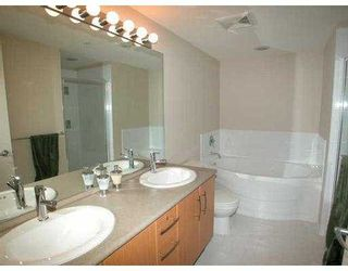 """Photo 3: 500 KLAHANIE Drive in Port Moody: Port Moody Centre Condo for sale in """"THE TIDES"""" : MLS®# V635966"""