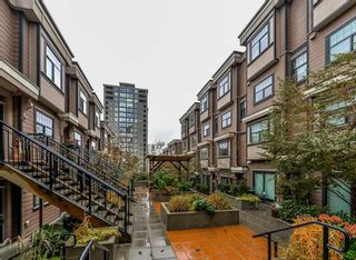 "Photo 2: 206 828 ROYAL Avenue in New Westminster: Downtown NW Townhouse for sale in ""BRICKSTONE WALK"" : MLS®# R2222014"