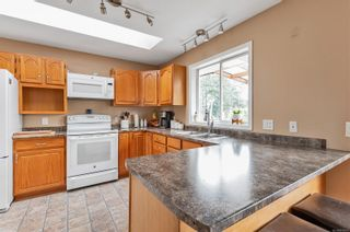 Photo 4: 2123 Bolt Ave in : CV Comox (Town of) House for sale (Comox Valley)  : MLS®# 879177