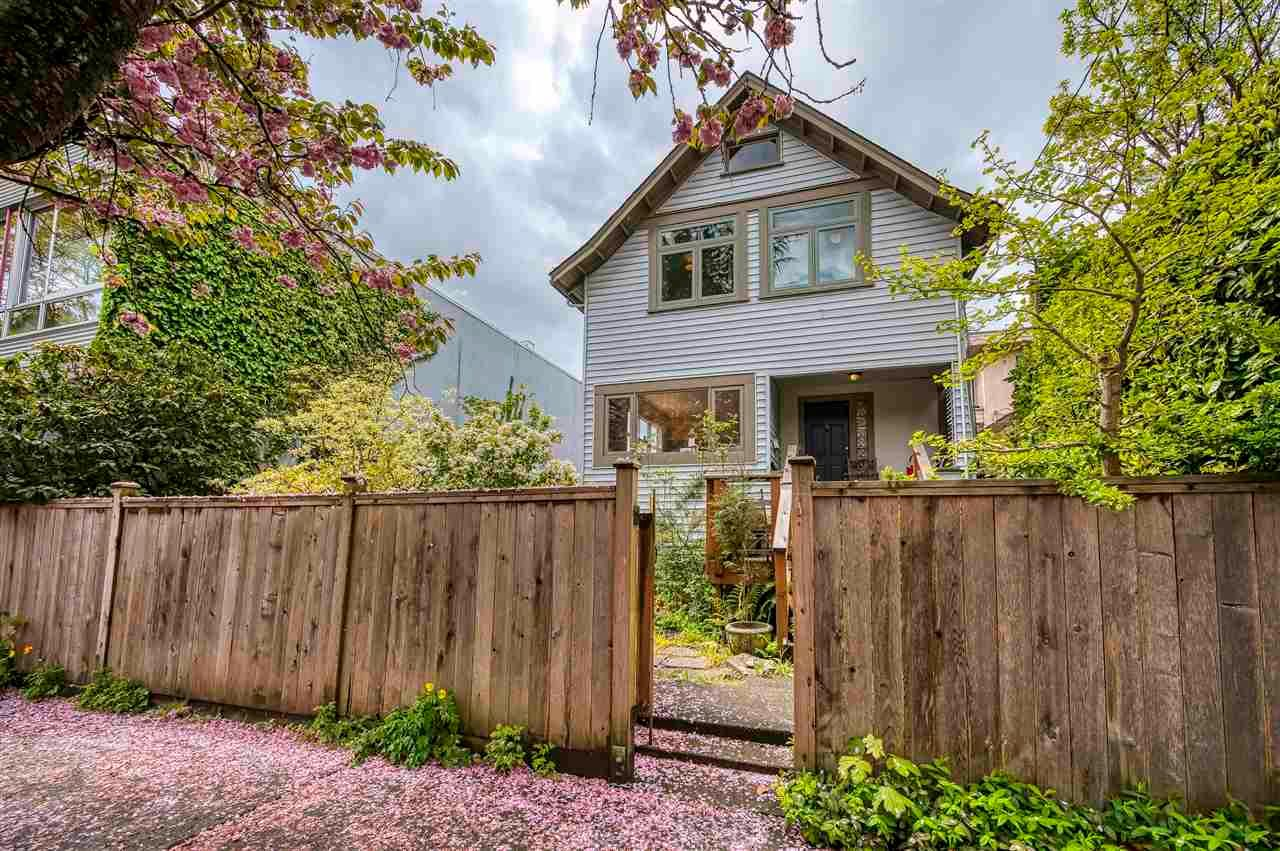 Main Photo: 2321 YEW Street in Vancouver: Kitsilano House for sale (Vancouver West)  : MLS®# R2593944