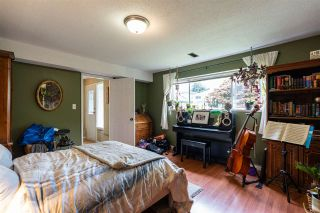 """Photo 14: 8380 ROSEBANK Crescent in Richmond: South Arm House for sale in """"Broadmoor"""" : MLS®# R2484942"""