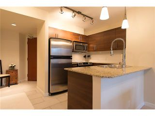 """Photo 3: 401 814 ROYAL Avenue in New Westminster: Downtown NW Condo for sale in """"NEWS NORTH"""" : MLS®# V1036016"""
