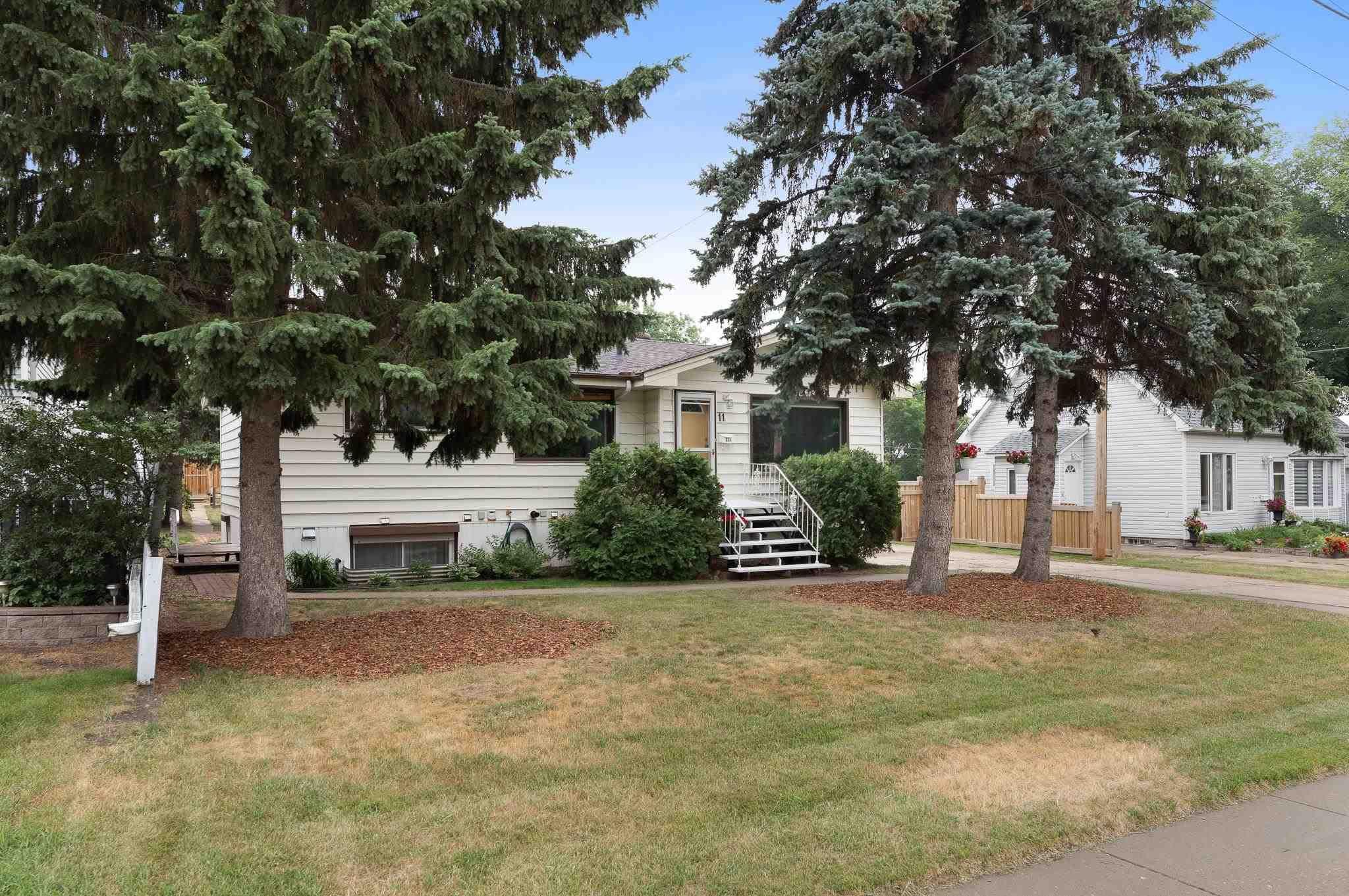Main Photo: 11 MOUNT ROYAL Drive: St. Albert House for sale : MLS®# E4257349