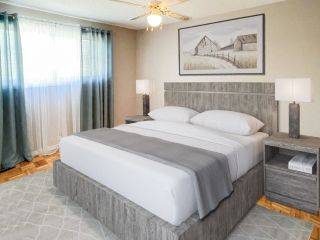 Photo 3: 146 MAYFAIR Mews in Edmonton: Zone 02 Townhouse for sale : MLS®# E4263256