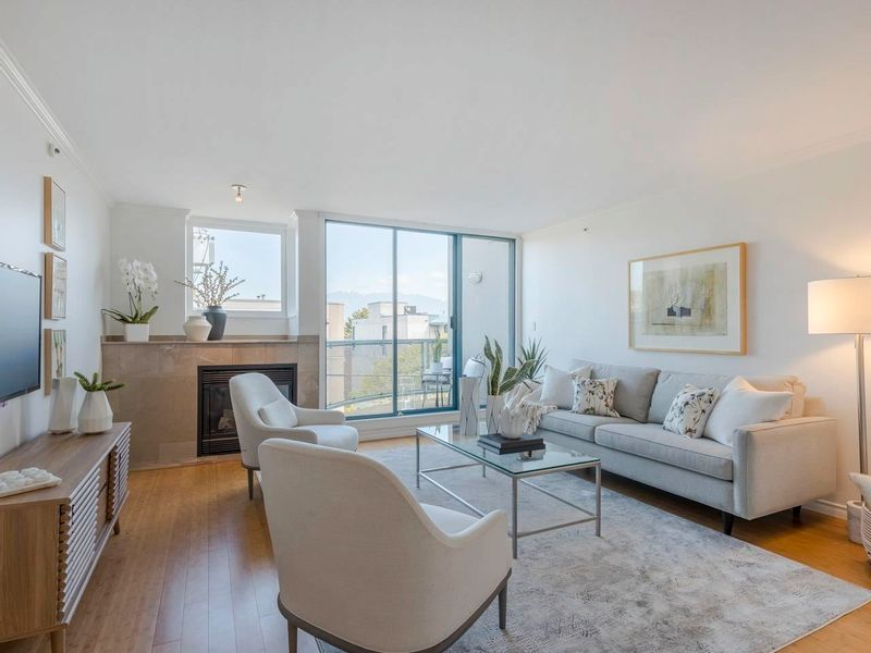 FEATURED LISTING: 305 - 2405 2ND Avenue West Vancouver