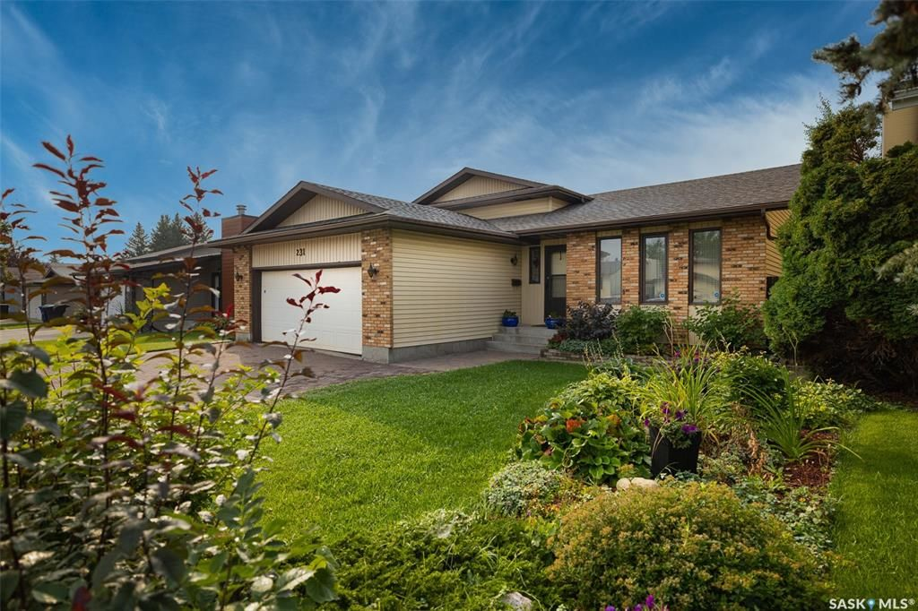 Main Photo: 231 Marcotte Way in Saskatoon: Silverwood Heights Residential for sale : MLS®# SK869682