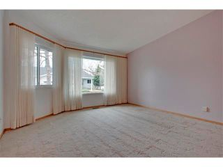 Photo 5: 43 LINCOLN Manor SW in Calgary: Lincoln Park House for sale : MLS®# C4008792