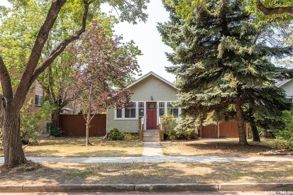 Main Photo: 907 5th Avenue North in Saskatoon: City Park Residential for sale : MLS®# SK865060