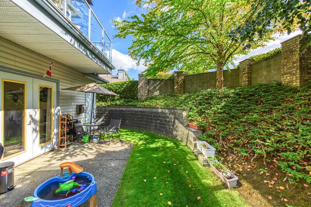 """Photo 17: Photos: 1 21579 88B Avenue in Langley: Walnut Grove Townhouse for sale in """"Carriage Park"""" : MLS®# R2494791"""