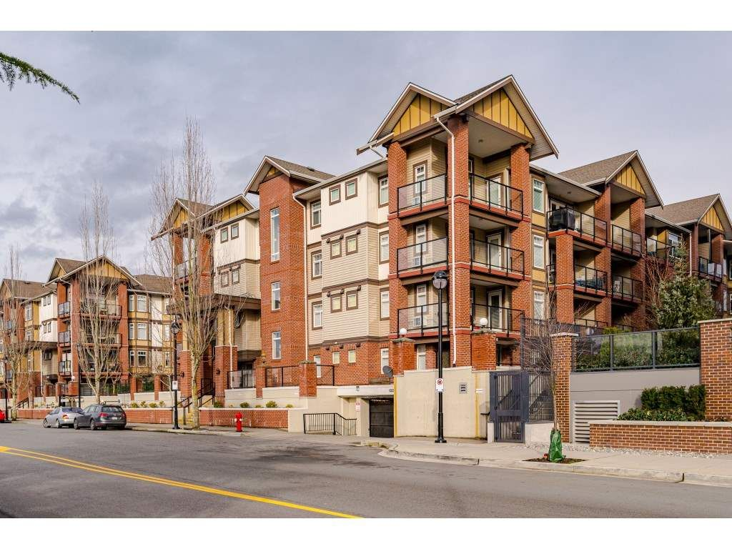 """Main Photo: 306 5650 201A Street in Langley: Langley City Condo for sale in """"Paddington Station"""" : MLS®# R2545910"""