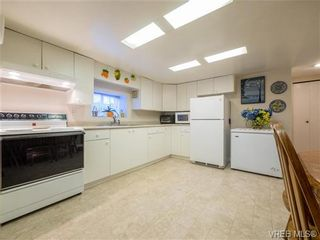 Photo 15: 910 Violet Ave in VICTORIA: SW Marigold House for sale (Saanich West)  : MLS®# 718525