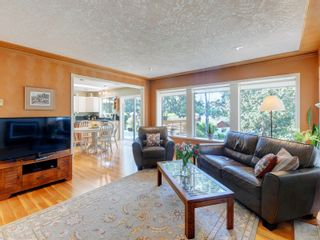 Photo 3: 1017 Southover Lane in : SE Broadmead House for sale (Saanich East)  : MLS®# 881928