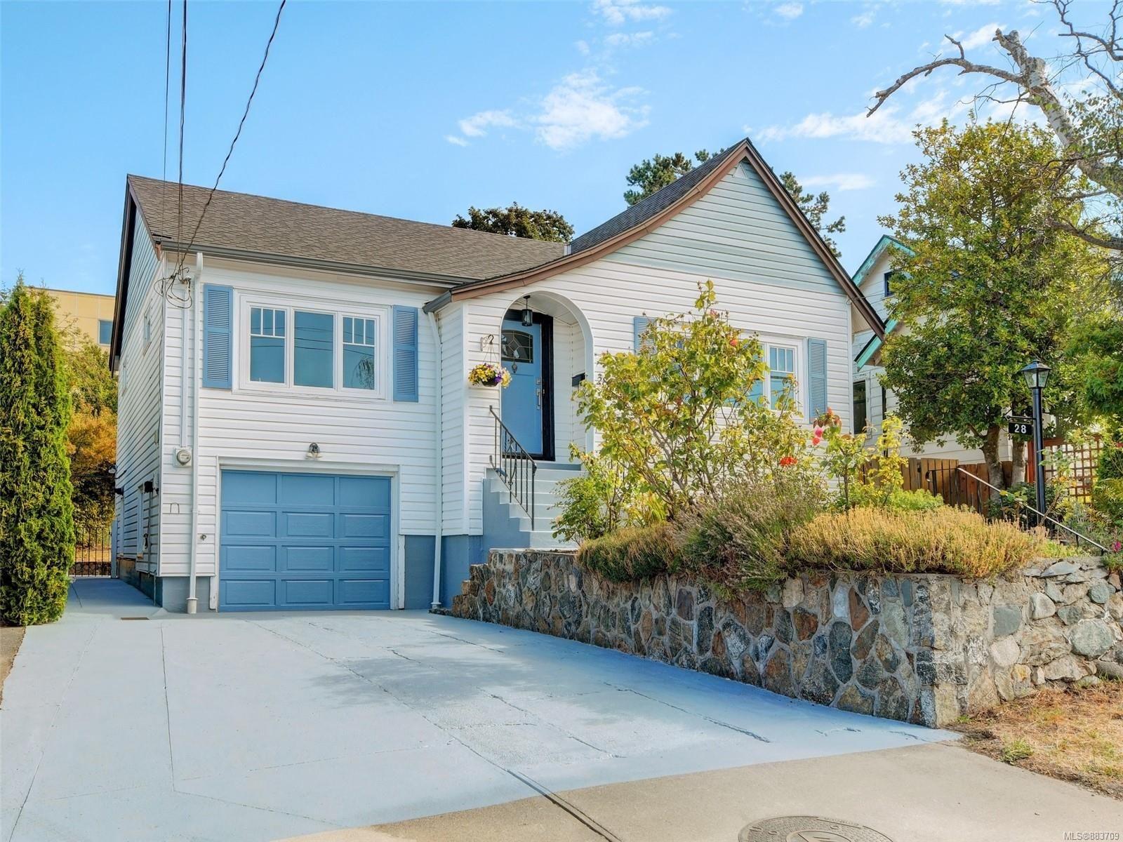Main Photo: 28 Lotus St in : Vi Burnside House for sale (Victoria)  : MLS®# 883709