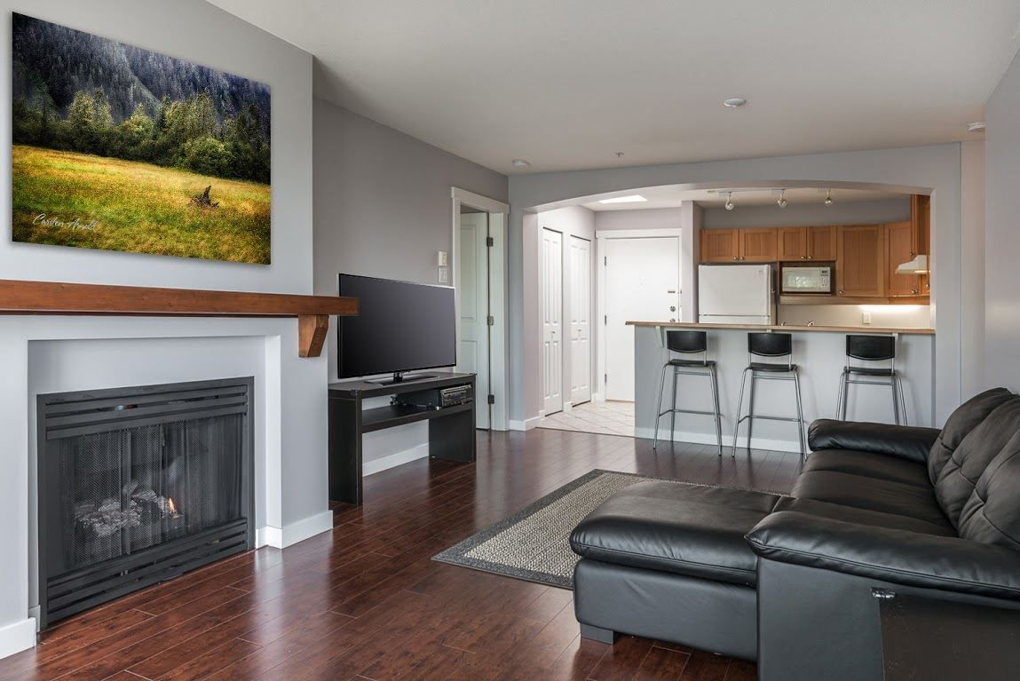 """Photo 3: Photos: 404 1438 PARKWAY Boulevard in Coquitlam: Westwood Plateau Condo for sale in """"MONTREUX"""" : MLS®# R2161413"""