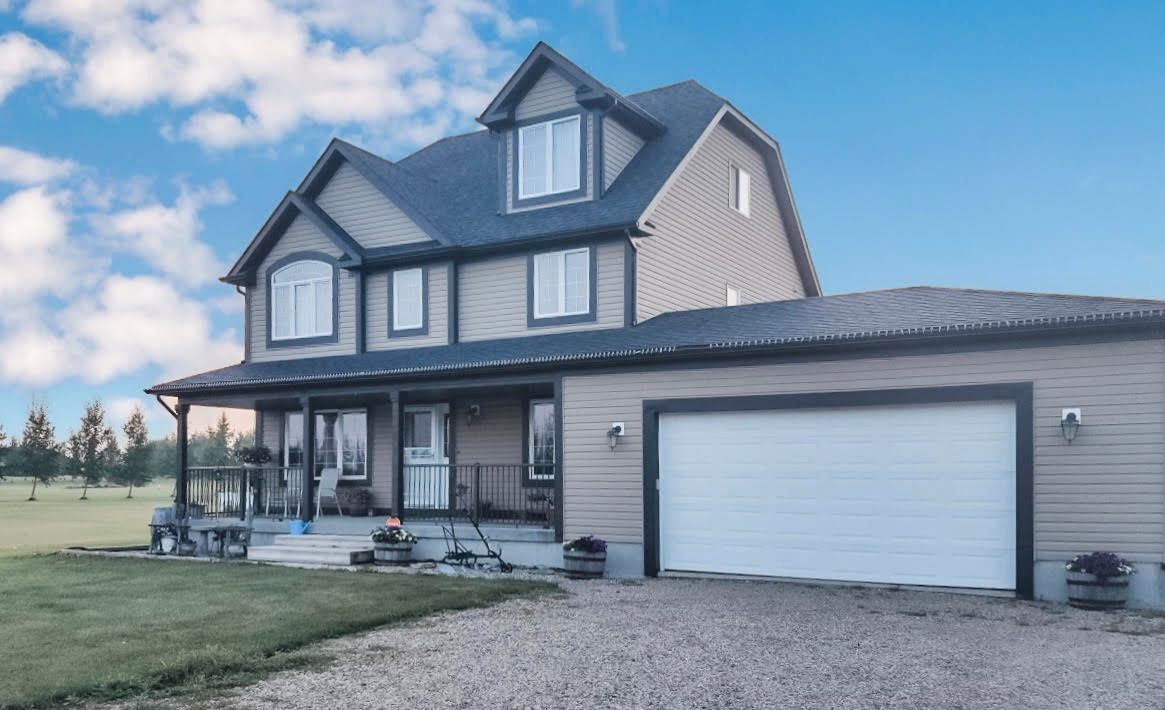 Main Photo: 2 Peterson Road: Wainwright House for sale (MD of Wainwright)  : MLS®# A1087235