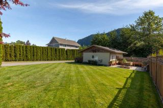 """Photo 3: 41434 GOVERNMENT Road in Squamish: Brackendale House for sale in """"BRACKENDALE"""" : MLS®# R2583348"""