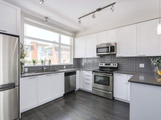 """Photo 10: 222 2228 162 Street in Surrey: Grandview Surrey Townhouse for sale in """"BREEZE"""" (South Surrey White Rock)  : MLS®# R2181833"""