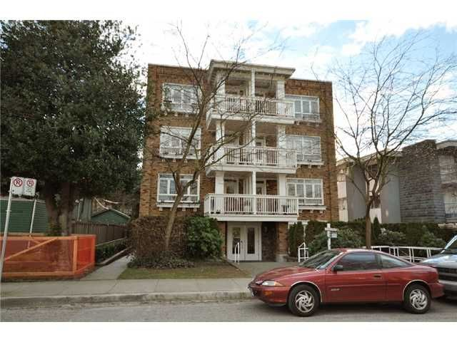 "Main Photo: 104 2036 YORK Avenue in Vancouver: Kitsilano Condo for sale in ""THE CHARLESTON"" (Vancouver West)  : MLS®# V867310"