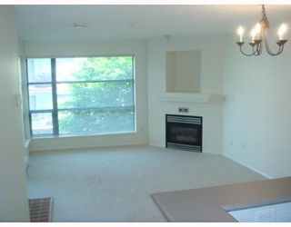 """Photo 2: 405-124 W 3RD ST in North Vancouver: Lower Lonsdale Condo for sale in """"THE VOGUE"""" : MLS®# V647120"""