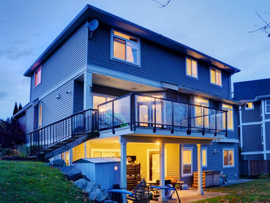 """Photo 2: Photos: 3998 CAVES Court in Abbotsford: Abbotsford East House for sale in """"SANDY HILL"""" : MLS®# R2222568"""