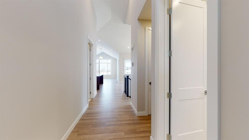 Photo 7: Photos: 38 Crestridge Bay SW in Calgary: Crestmont Row/Townhouse for sale : MLS®# A1073636