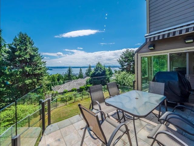 Photo 11: Photos: 2426 Westhill Court Upper in West Vancouver: Westhill House for rent