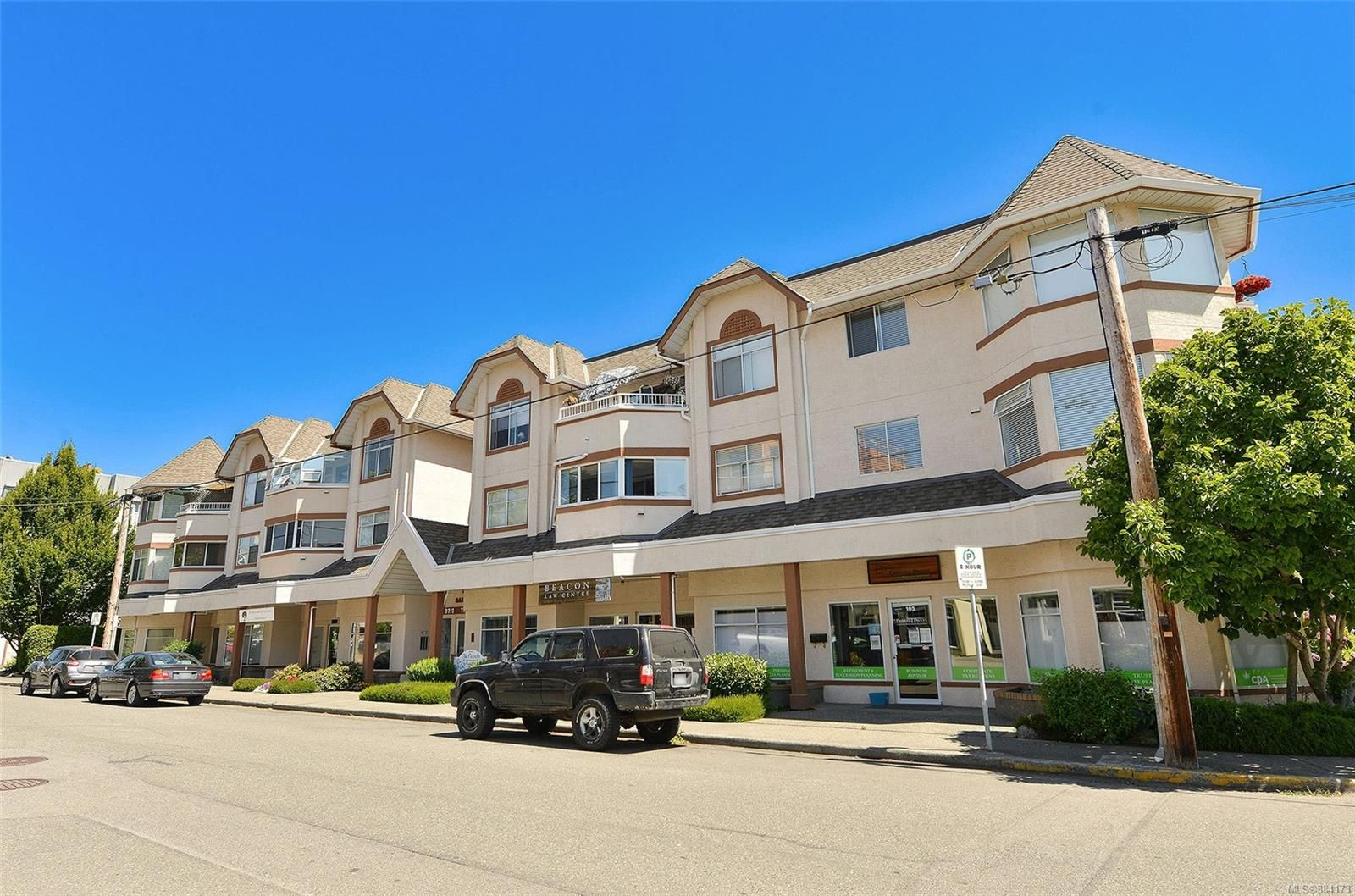 Main Photo: 201 9717 Third St in Sidney: Si Sidney South-East Condo for sale : MLS®# 884173